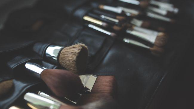 Nasib Perempuan yang Cacat Hanya karena Berbagi Kuas Make-up