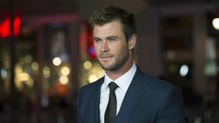 Chris Hemsworth Anggap Stan Lee Seperti Anak Kecil