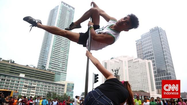 Tak kurang 11 kategori gerakan pole dancing sebagaimana dinyatakan di laman Pole Dance Dictionary, dari Chinese pole, climbs, doubles, drops, flexibilty, inverts, poses, spins, strength, stretching, dan transitions.