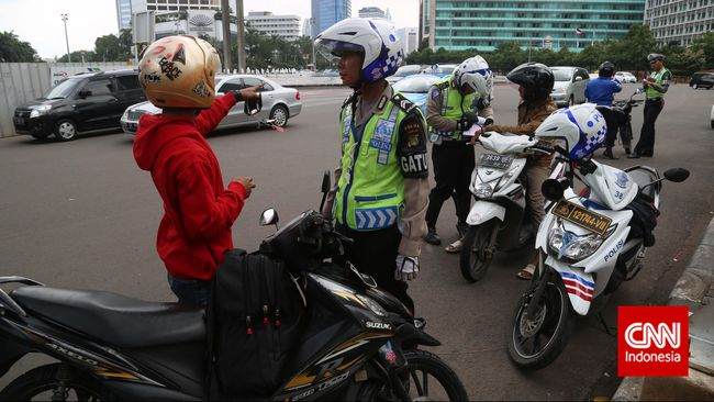 Polisi Tangkap Pengendara Motor yang Mengamuk Saat Ditilang
