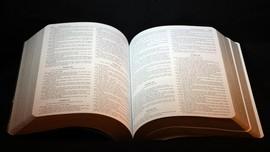 Uganda Berlakukan Pajak Baru atas Impor Al Qur'an dan Alkitab
