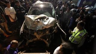 Mobil Mahasiswa Tabrak Tiga Pengendara Motor di Surabaya
