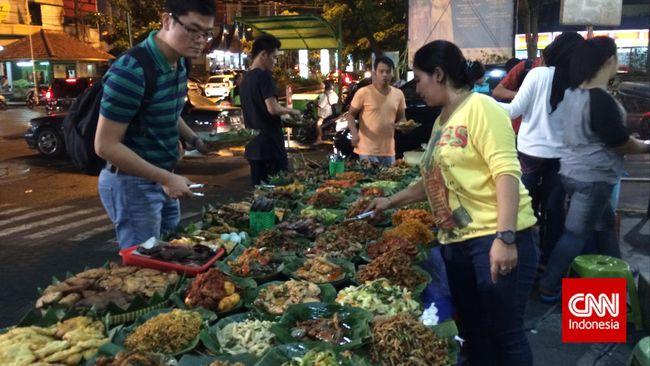 Menikmati Makanan Rumahan di Warung Pelataran Mal
