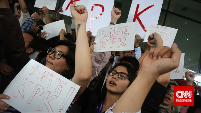 Koalisi Masyarakat Sipil Anti Korupsi menuntut Mabes Polri membebaskan Wakil Ketua KPK Bambang Widjojanto yang ditangkap pihak kepolisian. (CNN Indonesia/Adhi Wicaksono)