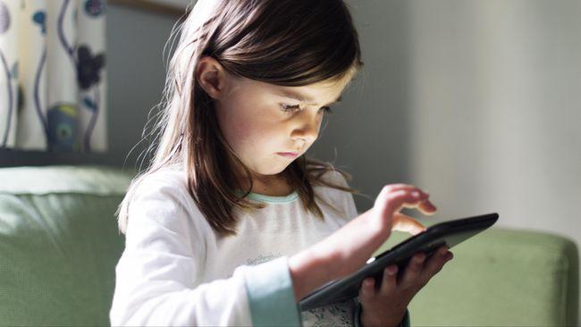 Riset: Anak Masa Kini Habiskan 6,5 Jam Pakai Gadget