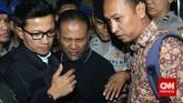 Pimpinan KPK Bambang Widjojanto sesaat setelah dibebaskan dari tahanan Bareskrim Polri. Malam ini Bambang boleh pulang.(CNN Indonesia/Adhi Wicaksono)