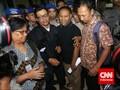 Bambang Bebas, Massa Bentuk Pagar Betis untuk Sambut di KPK