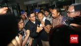 Permohonan penangguhan penahananWakil Ketua KPK Bambang Widjojanto dikabulkan. Kini ia bisa kembali pulang setelah sedari Jumat pagi ditahan polisi.(CNN Indonesia/Adhi Wicaksono)