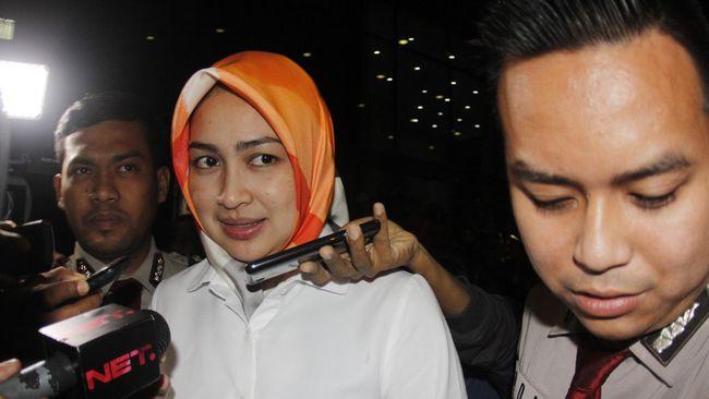 Diperiksa KPK, Wali Kota Tangsel Airin Bungkam