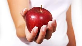 Jangan Buang Biji Saat Makan Apel