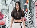 Kendall Jenner Tampil Memukau dengan Blus Menerawang