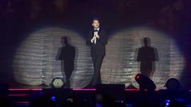 Michael Buble Menangis di Konser karena Anak Terkena Kanker