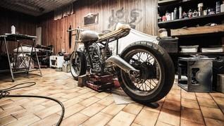 Lem Aibon yang Viral Berguna Buat Reparasi Jok Motor