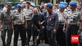 Sekitar pukul 12.00 WIB, Bambang Widjojanto didampingi kuasa hukumnya, Nursyahbani Katjasungkana, tiba di Bareskrim Polri untuk mengikuti pemeriksaan. Dia disangkamelanggar Pasal 242 juncto Pasal 55 KUHP dalam kasus kesaksian palsu.
