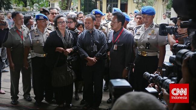 Nursyahbani Katjasungkana mengatakan, kedatangan ini menunjukkanBambang sebagai warga yang taat hukum,Selasa (3/2). (CNN Indoneisa/Adhi Wicaksono)