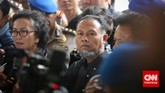 Padakedatangannya di Bareskrim Polri ini, Bambang telah dijaga oleh belasan petugas kepolisian. (CNN Indonesia/Adhi Wickasono)