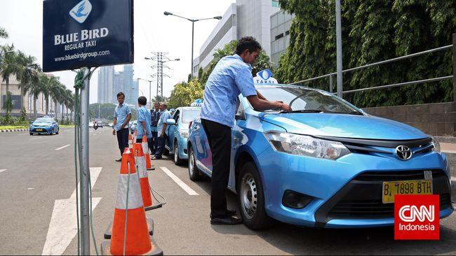 Jonan Klaim Blue Bird Irit Biaya 40 Persen dari Taksi Listrik