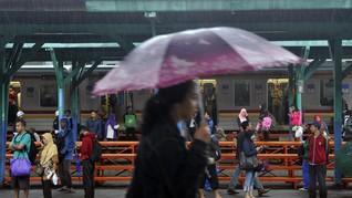 Banjir Jakarta Sempat Ganggu Rute Perjalanan KRL