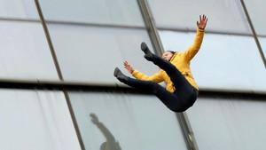Lompat dari Lantai 5 Blok M, Pria Tewas Seketika
