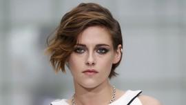 Kristen Stewart Serang Balik 'Obsesi' Donald Trump