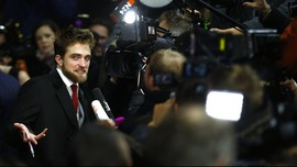 Christian Bale Kirim Pesan ke Robert Pattinson soal Batman