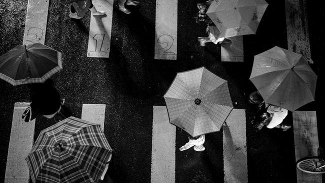 Fakta Ilmiah di Balik Galau dan Depresi Saat Hujan