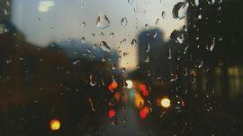 Mitos dan Berkah di Balik Hujan Saat Imlek
