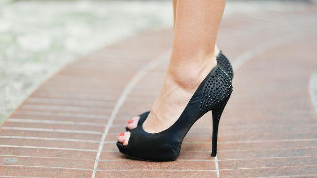 Tipe Sepatu yang Paling Jahat untuk Perempuan