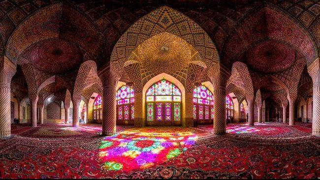Menangkap Keindahan Arsitektur Masjid Iran dari Balik Lensa