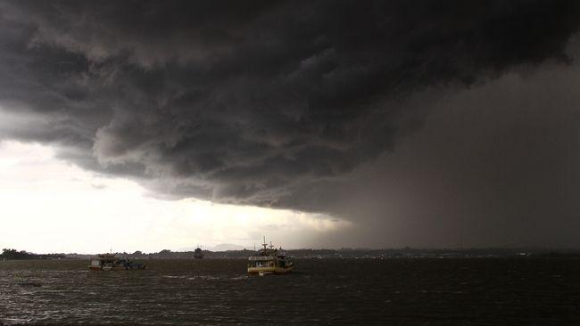 Masuk Musim Hujan, Bali Waspada Gelombang Laut Tinggi