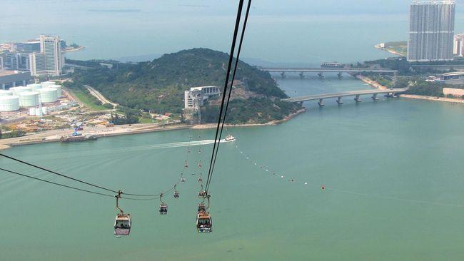 Wisata Udara di Hong Kong Naik Kereta 'Ngong Ping'