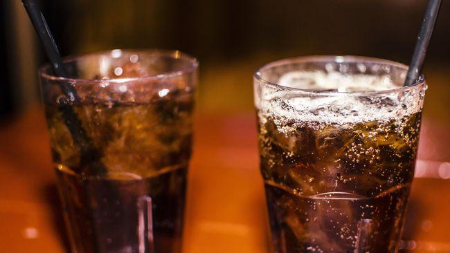 5 Bahaya Minum Soda saat Perjalanan Mudik