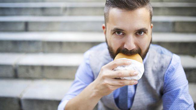Cara Junk Food Menghancurkan Ingatan Laki-laki Muda