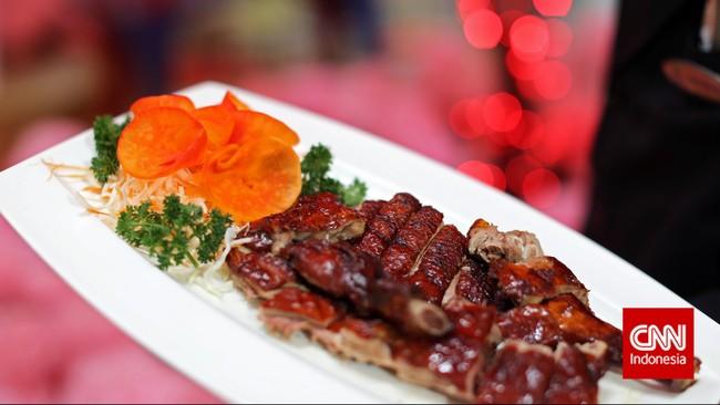 Makanan ini memang tidak selalu ada di setiap meja makan etnis Tionghoa saat perayaan Imlek. Tapi, biasanya roasted duck dihidangkan pada momen-momen spesial dan hari besar, salah satunya Imlek.