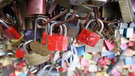 Tempat Populer Menggantung Gembok Cinta di Seluruh Dunia