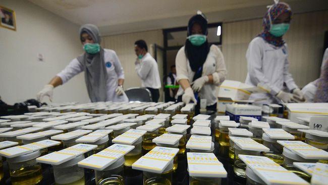 Berkinerja Buruk, Pegawai China Dipaksa Minum Urin