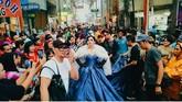 Saat pembuatan video klipnya, Syahrini juga menggunakan gaun-gaun cetar bergaya putri. (Dok. Instagram/princesssyahrini)