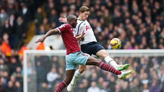 Tottenham Hotspur memulai laga dengan baik namun mereka kesulitan untuk menembus area pertahanan West Ham. (Reuters/Matthew Childs)