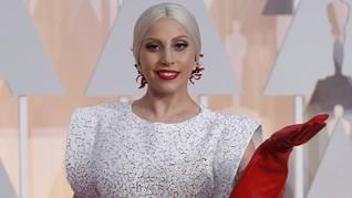 FOTO: Metamorfosis Busana Nyentrik Lady Gaga