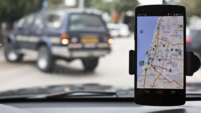 Polling: 44 Persen Pengendara Pakai Ponsel untuk Akses GPS