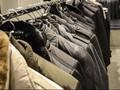 Inspirasi Jaket Trendi untuk Tangkal Angin Kencang