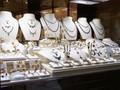 Hati-hati Beli Perhiasan Emas 'Kurang Kadar'