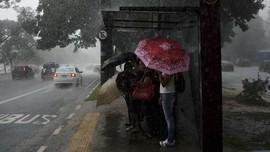 Hujan Angin Landa Jakarta, Diperkirakan Hingga Sore Hari