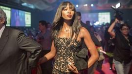 'Ritual' Unik Supermodel Naomi Campbell dalam Pesawat