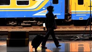 YLKI Bakal Gugat KAI Jika Tak Copot Iklan Rokok di Stasiun
