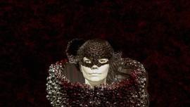 Bjork Kembali 'Tabrak Batas' di MoMA