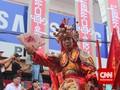 Atraksi 'Ekstrem' Ramaikan Perayaan Cap Go Meh di Indonesia