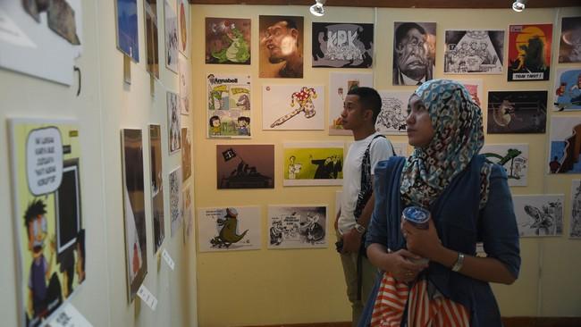 Berbagai karya seni kontemporer bertajuk Seni Lawan Korupsi digelar di Teter Kecil, Taman Ismail Marzuki, Jakarta Pusat, hari ini (5/3) sejak pukul 12.00 WIB hingga 22.00 WIB. (ANTARA FOTO/Hafidz Mubarak A./Rei/mes/15)
