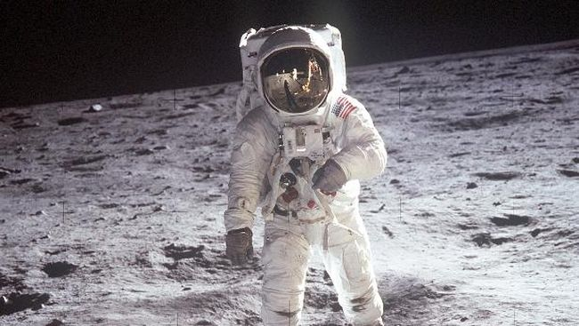 Tak Ada Adegan Tancap Bendera, Film Neil Armstrong Dikritik