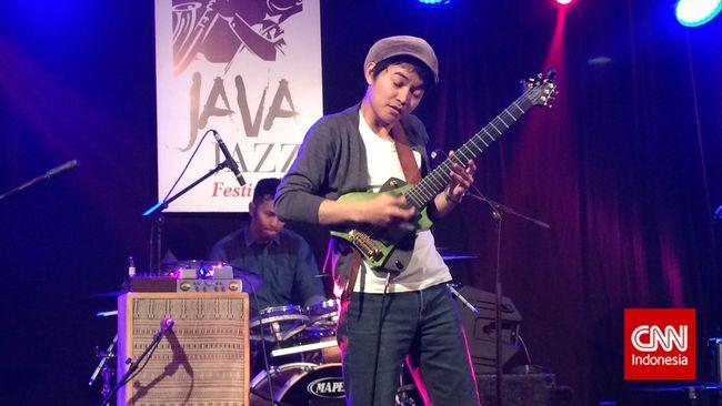 Pilek, Tesla Manaf Terpaksa Turun Pentas Java Jazz 2015